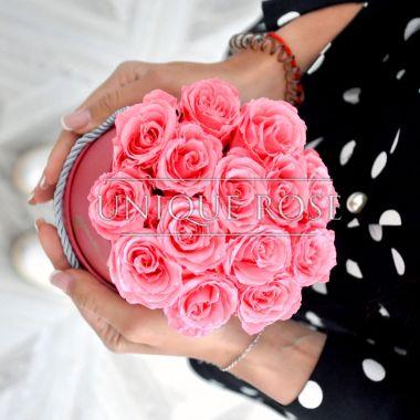 букет из вечных роз в шляпной коробке
